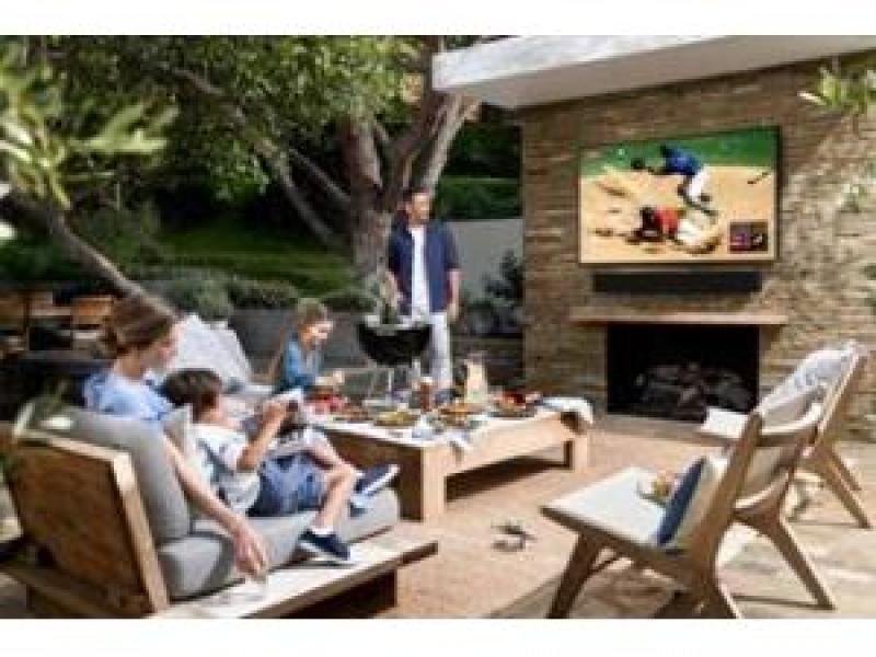 """""""Samsung Terrace"""" seriyalı televizorlar açıq məkanda istifadə edilir"""