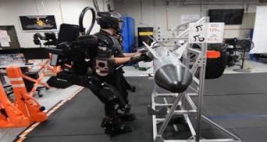İnsan gücünü 20 dəfə artıran ekzoskelet yaradılıb (VİDEO)