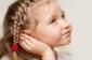 Uşaqlarda yayda yaranan qulaq iltihabı: əsas əlamətlər hansılardır?