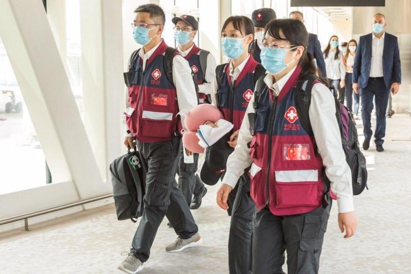 AZAL Çinin aparıcı həkimlərini Bakıya çatdırdı - FOTO