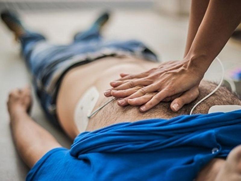 Ürək dayandıqda nə ya nəfəs kəsildikdə ilk tibbi yardım