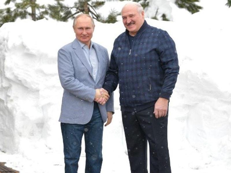 Putin və Lukaşenko qarda motosiklet sürdülər - FOTO