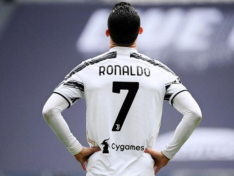 Ronaldo maşınlarını Turindən çıxarır - VİDEO