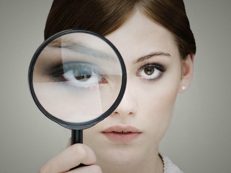 Gözləriniz səyirir? Gözlərin səyirməsi hansı səbəbdən baş verir?