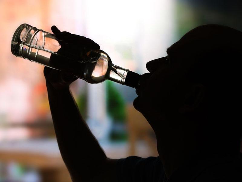 İçkinin mədəyə zərər vurduğunu göstərən əlamətlər - Alkoqol qastriti nədir?