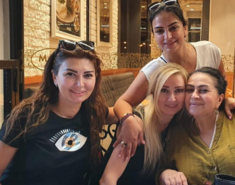 Əməkdar artistin HİCABINI AÇAN qızı Avropadan qayıtdı - FOTO