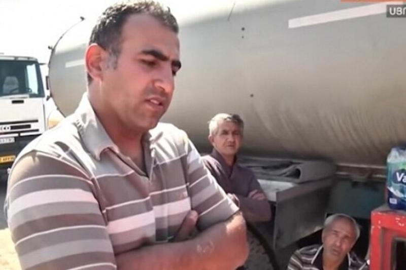 Gorus-Qafan yolunda, Eyvazlı postunda saxlanılan iranlı sürücülər azərbaycanca danışır - VİDEO
