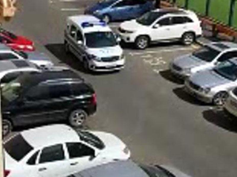 Bakıda polis koronavirusa görə səsgücləndirici ilə əhaliyə çağırış etdi - VİDEO