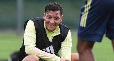 """Özil """"Arsenal""""la yollarını ayırdı: """"Fənərbaxça""""ya keçəcəyi gözlənilir"""