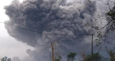 İndoneziyanın Şərqi Yava əyalətində yerləşən ən hündür vulkan püskürüb - FOTO