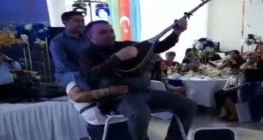 Aşıq Mübariz sazı yenə alçaltdı - VİDEO - FOTO