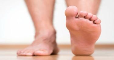 Ayaqlarınızda bu nöqtələri masaj edin və ağrıları unudun!