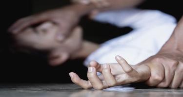Rayonda 3 uşaq anasını zorlayan KİŞİ GÖRÜN KİM İMİŞ - SİRLƏR AÇILIR