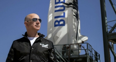 Ceff Bezosla kosmosa uçuş imkanı 28 mln. dollara satıldı