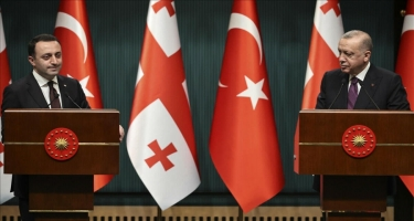 Ərdoğan Qaribaşvili ilə Azərbaycan-Gürcüstan-Türkiyə üçtərəfli əməkdaşlıq formatını müzakirə edib