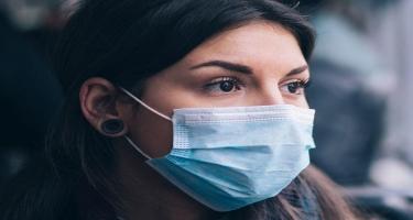 Gürcüstanda açıq havada tibbi maskadan istifadə məcburi edilib