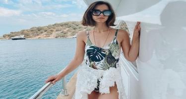 Tanınmış aktrisa gəmidə bikinili görüntülərini paylaşdı - FOTO