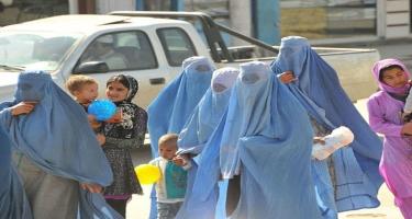 """""""Taliban"""" yeni vəd verdi: qadınlarla kişilərin..."""