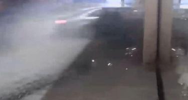 Minik avtomobilinin mağazaya çırpılma anı - VİDEO