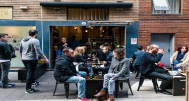 Avstraliyanın Sidney şəhərində restoran və kafelər fəaliyyətini bərpa edir