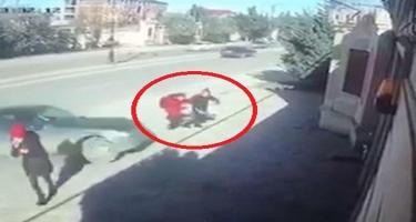 Xırdalanda maşın iki şagirdi vurdu - Qəza anının VİDEOsu