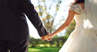 Azərbaycanda qızlar da, oğlanlar da evlənməyə  GECİKİR