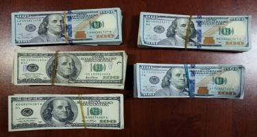 Külli miqdarda dolların ölkədən çıxarılmasının qarşısı alındı - FOTO