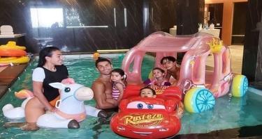 Ronaldu Corciana və uşaqları ilə birgə hovuzda - FOTO