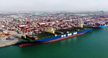 Dünyanın ən böyük konteyner gəmisi Süveyş kanalından keçib