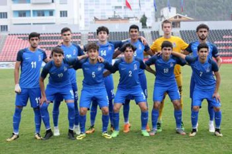 Millimizə 20 futbolçu çağırıldı