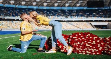Zinçenkodan Olimpiya stadionunda evlilik təklifi -  Şəkillər