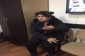 Məktəbdə uşaq oğurluğu ilə məşğul olduğu deyilən qadın polis idarəsinə gətirildi (FOTO)