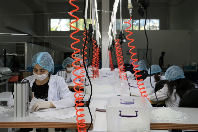 Azərbaycana tibbi maska istehsal edən avadanlıqlar gətirilib (FOTO)