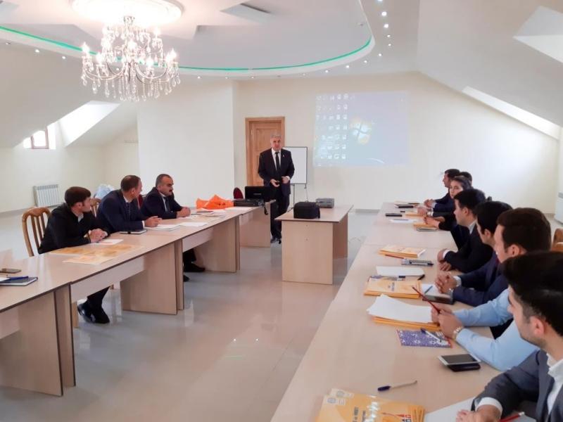Özünüməşğulluq proqramı üzrə yeni peşəkar təlimçilərin hazırlanmasına başlanıb (FOTO)