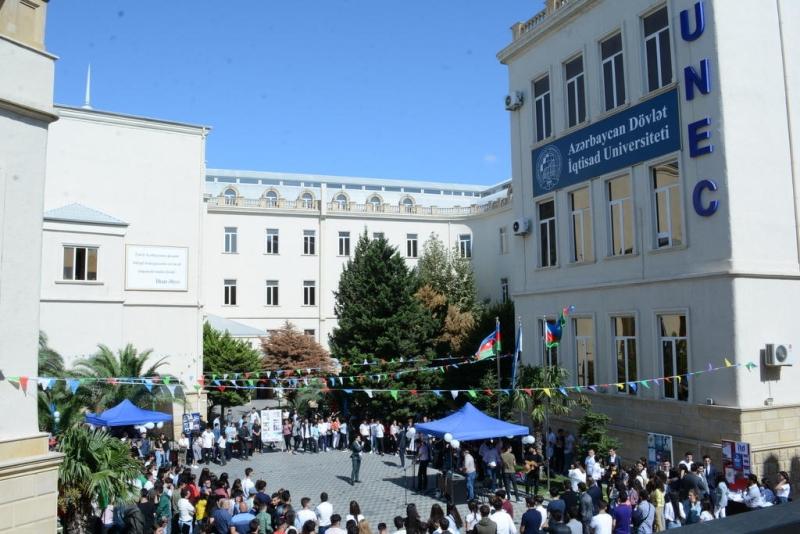 """UNEC-də birinci kurslar üçün """"Oriyentasiya günü"""" keçirilib (FOTO)"""