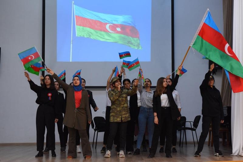ADU-da Dövlət Bayrağı Günü münasibəti ilə tədbir keçirilib (FOTO)