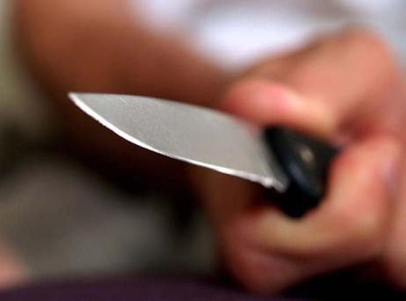 Bakıda 23 yaşlı oğlan evində bıçaqlandı