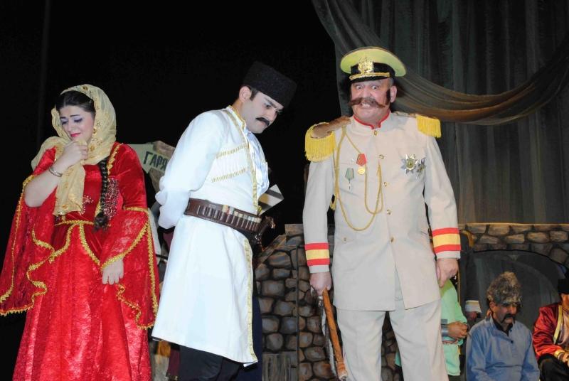 Sumqayıt Dövlət Dram Teatrı yeni ilə hazırlaşır (FOTO)