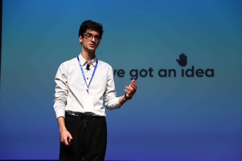 Azərbaycanlı gənc Londonda dünyanın ən yaxşı natiqi seçilib (FOTO)