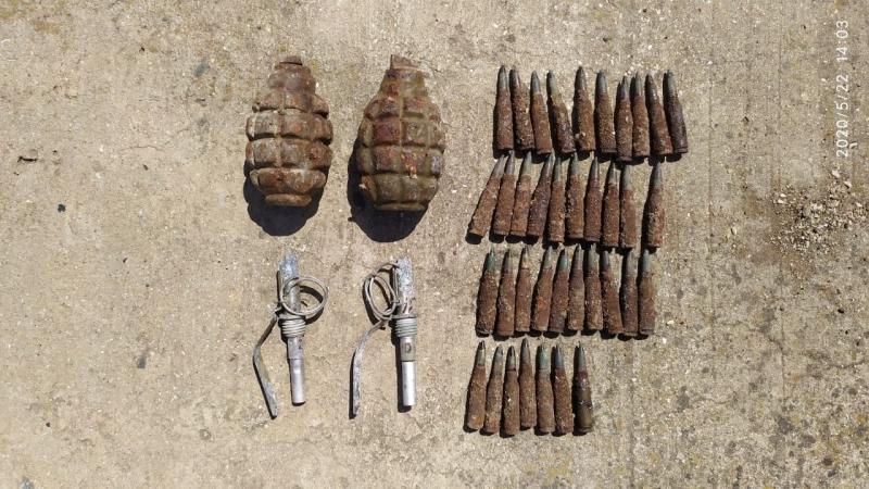 Sumqayıtda 2 əl qumbarası, partladıcı və patronlar aşkar olunub (FOTO)