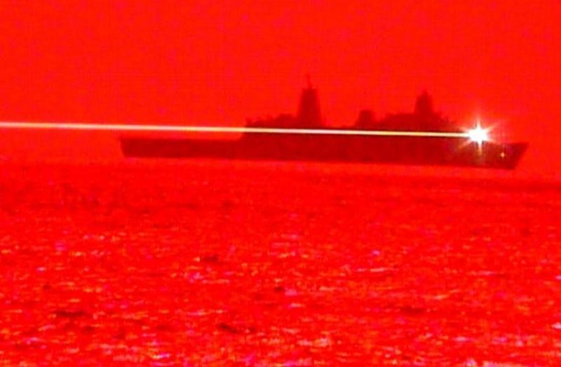 ABŞ-ın Hərbi Dəniz Qüvvələri lazer silahını sınaqdan keçiriblər (VİDEO)
