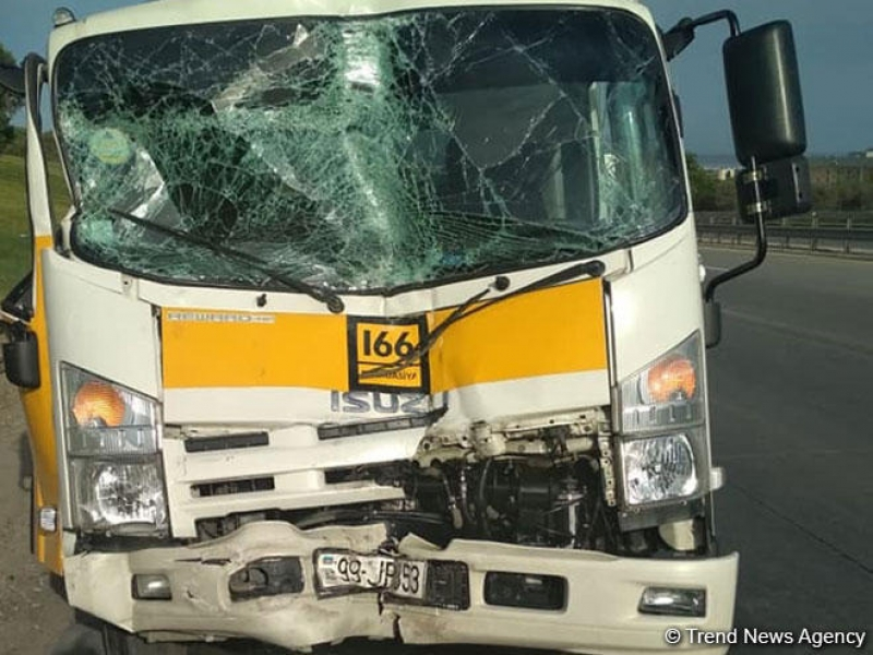 BNA avtobus qəzası ilə bağlı: Hadisəyə səbəb evakuator olub (FOTO)