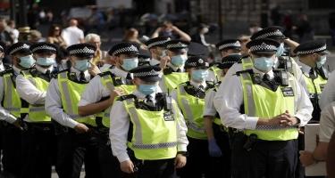 Londonda yeni karantin və peyvəndləməyə qarşı aksiyada 32 nəfər saxlanılıb