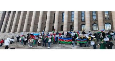 Finlandiya Parlamentinin önündə Ermənistanın işğalçı və terror siyasətinə etiraz bildirilib