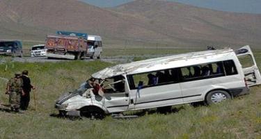 Masallıda yük maşını mikroavtobusla toqquşdu - 8 nəfər öldü