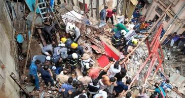 Mumbayda 100 yaşı olan bina uçuldu - 14 nəfər altında qaldı