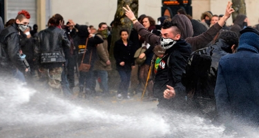 Fransada etiraz aksiyasında 12 polis xəsarət alıb (ƏLAVƏ OLUNUB)
