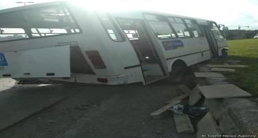 Şəmkirdə avtobus yük maşını ilə toqquşub, ölən və yaralananlar var