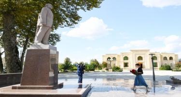 Birinci vitse-prezident Mehriban Əliyeva İsmayıllıda ulu öndər Heydər Əliyevin abidəsini ziyarət edib (FOTO)