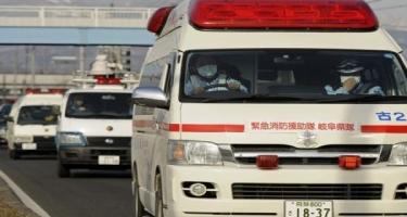 Yaponiyada taksi sürücüsü maşını bir qrup piyadanın üstünə sürüb